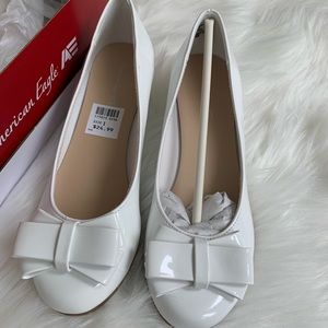 Girls White patent leather wedge dress shoe w/bow